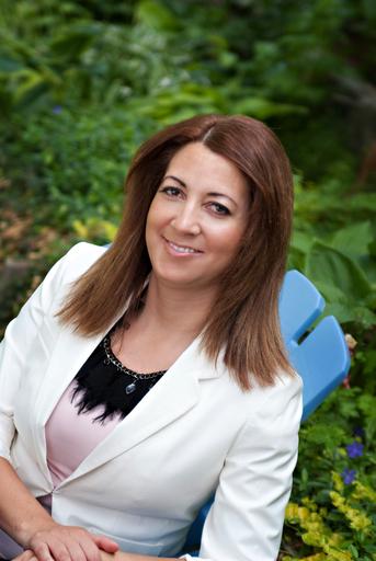 Dina Mendoza